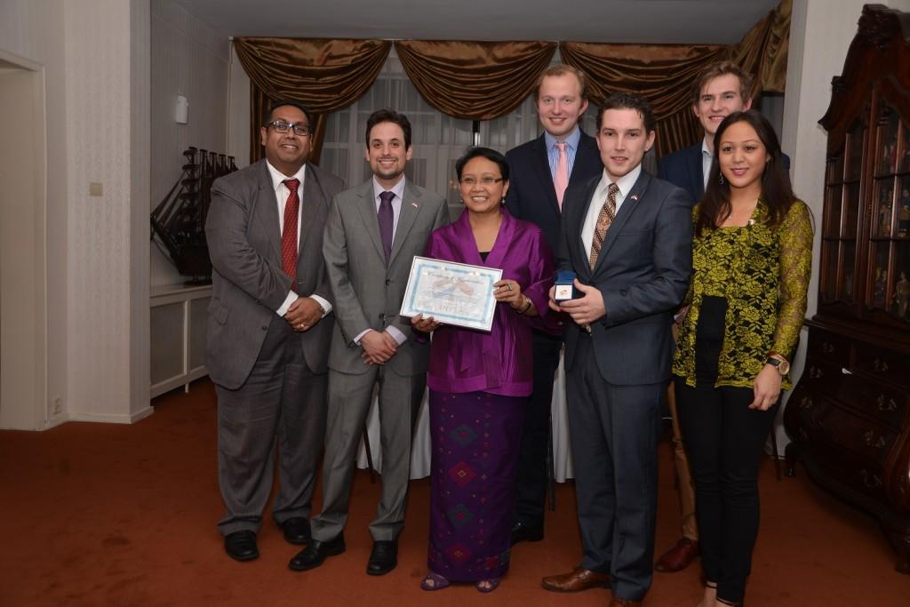 INYS Board and Junior Advisors with Ambassador Retno Marsudi © INYS 2014