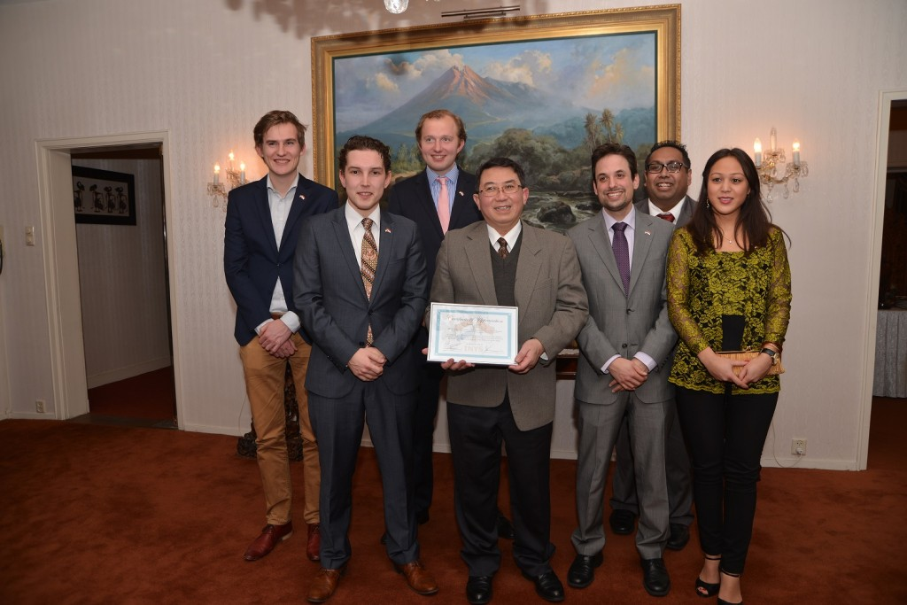 INYS Board and Junior Advisors with Minister-Councellor Bonifatius © INYS 2014